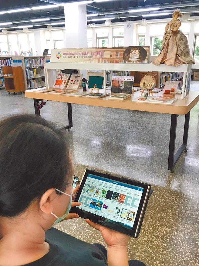 各地方圖書館提供的電子書,借閱人次持續成長。(本報資料照片)