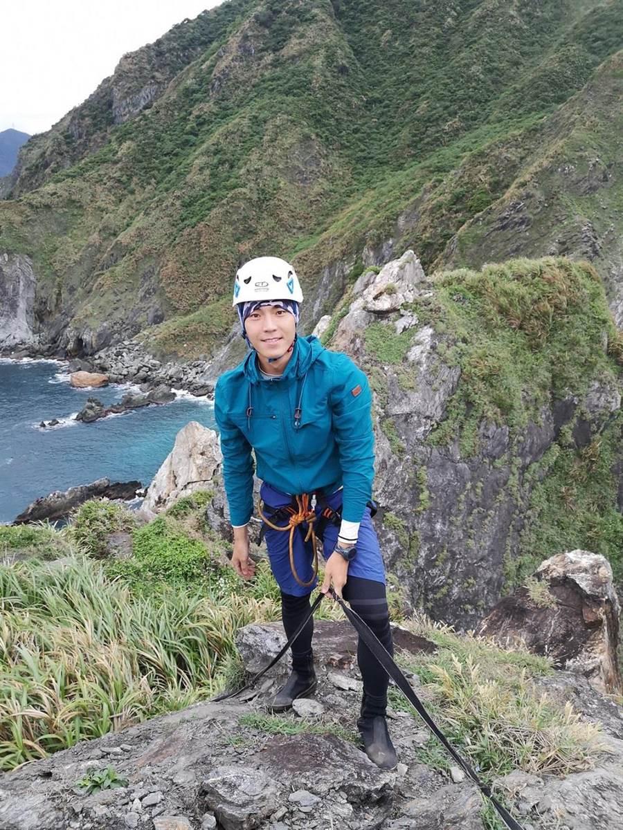 唐振刚挑战自我极限,攀爬中央山脉起点「乌岩角」。(八大提供)