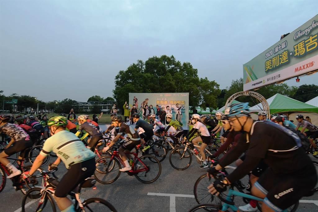邁入第十年的美利達彰化經典百K單車自我挑戰活動,上午在溪州登場,數千名車友自溪州公園出發,路線全長115公里。(謝瓊雲攝)