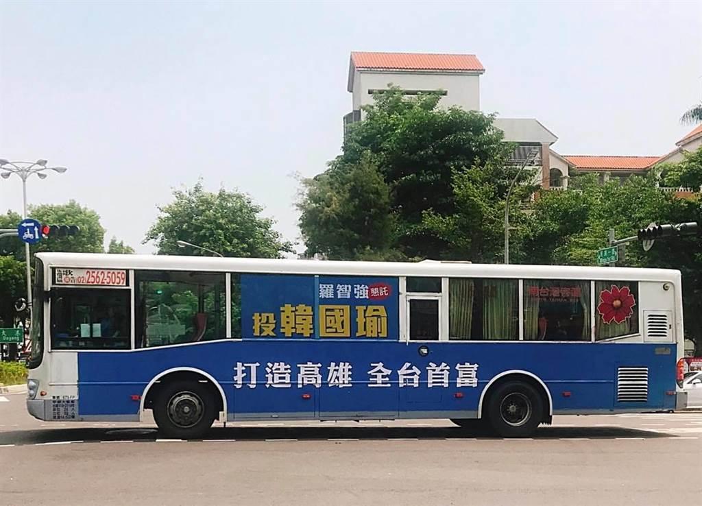 羅智強的「小強公車」曾聲援韓國瑜、管中閔,如今站出來力挺中天,捍衛新聞自由。(圖/摘自羅智強臉書)