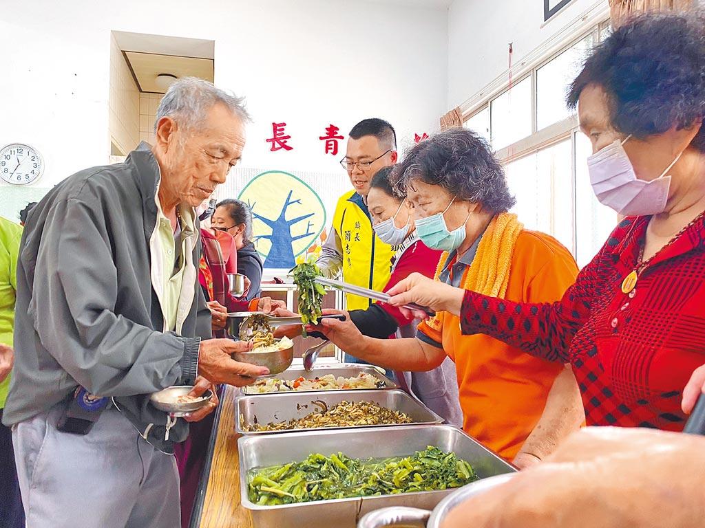 老人食堂經營因志工年紀大、體力不如前遇到困難,大林鎮希望推動中央廚房供餐。(大林鎮公所提供/張亦惠嘉縣傳真)