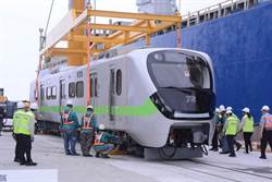 想到斷軌 台鐵最美電聯車抵花蓮 交部官員笑不出來