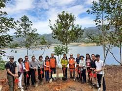 新竹林管處與企業、學校合作 鯉魚潭水庫旁造林地植樹近1200棵