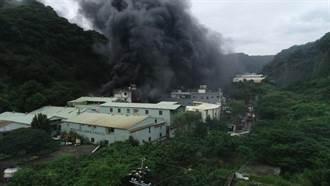 龜山塑膠工廠大火 黑煙直衝天際伴隨刺鼻臭味