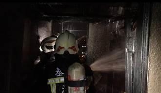 基隆東信路驚傳火燒民宅 濃煙密佈嚇壞路人