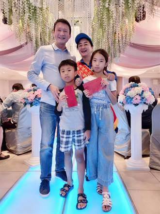 59歲鄰長謝蕙芬終身未嫁 伴父母至終老獲孝行楷模