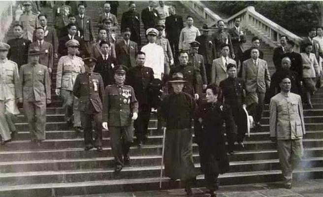 蔣介石帶著國軍部隊撤退至台灣後,政治軍事情勢極為不利,中共則積極籌劃渡海攻台。(圖/檔案照片)
