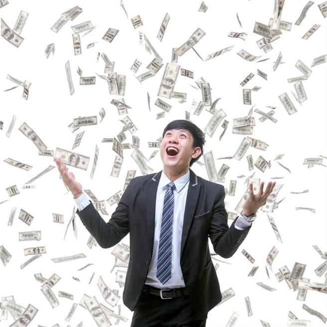 月底前5星座運勢爆發,命理師:賺錢機會不斷湧現。(圖/Shutterstock)