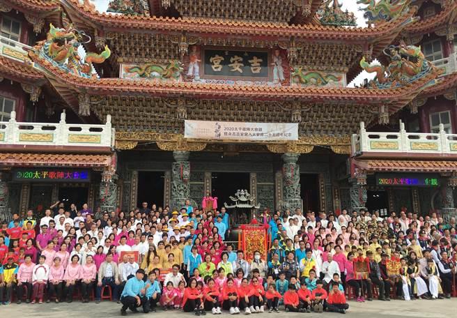 台南市2020太平歌陣大會親24日在七股區永吉吉安宮登場,來自台南、高雄的22個太平歌陣、國樂團帶來深具傳統文化內涵的太平歌交流表演。(莊曜聰攝