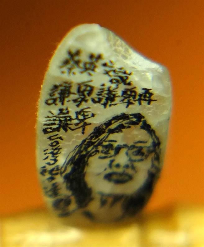 除此之外,他還用米雕過蔡英文總統等肖像。(圖文:王遠茂)