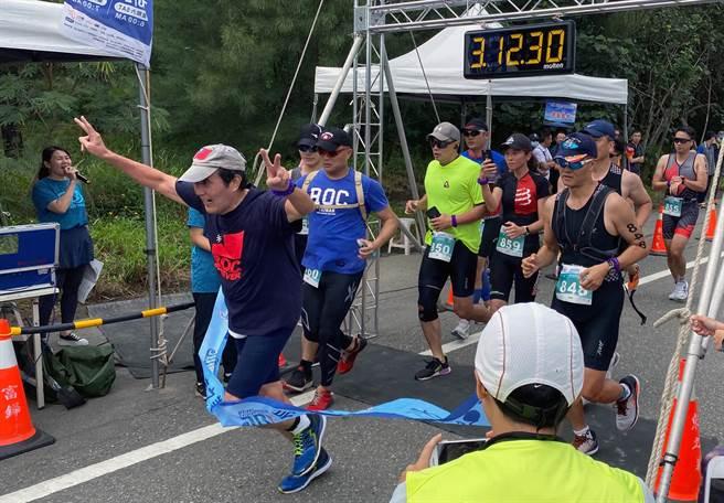 70歲的前總統馬英九參加台東之美鐵人三項,半程以2小時22分41秒完賽。(讀者提供/莊哲權台東傳真)