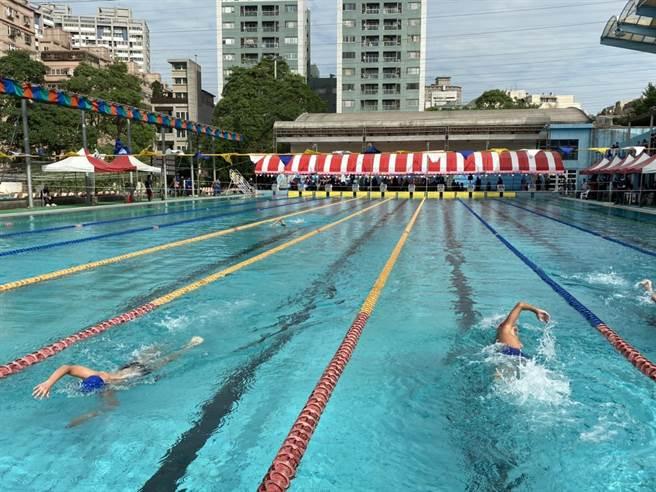 桃市長盃游泳錦標賽,726選手同池較勁。(體育局提供/蔡依珍桃園傳真)