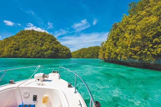 帛琉景色美,也有許多水上活動可玩。(東南旅遊提供)
