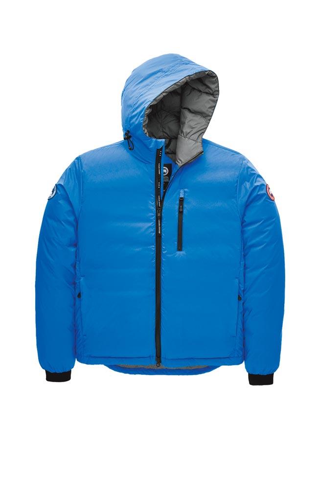 Canada Goose天空藍色短版羽絨外套,2萬2800元。(Canada Goose提供)