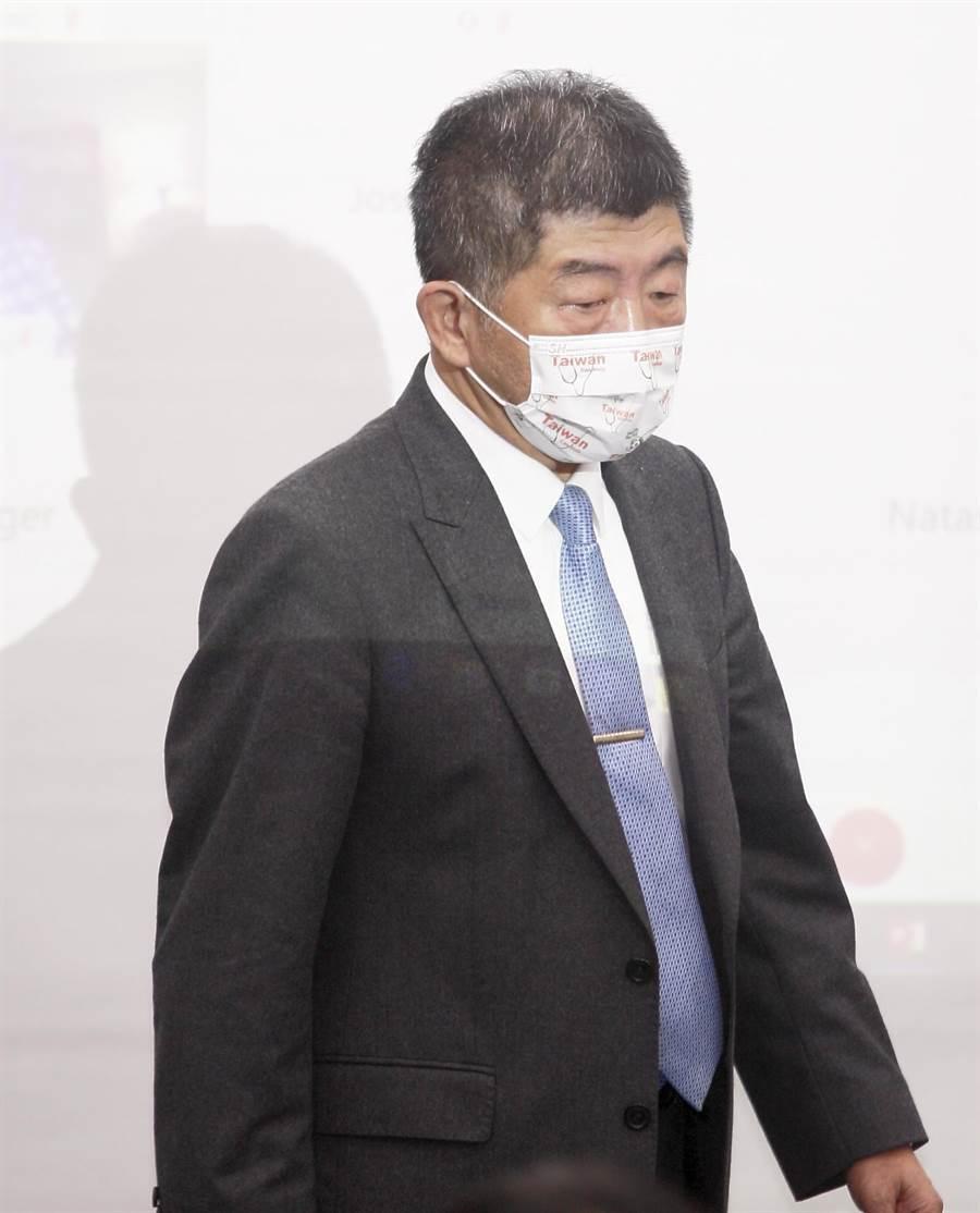中央流行疫情指揮中心指揮官陳時中24日出席 「2020台灣全球健康論壇」時表示,帛琉要求的措施相當嚴格,入境後要居家檢疫7天,前後都要檢驗,當地醫療量能吃緊,若有狀況恐難以控制,因此決定暫緩實施,今年要成行機率相對低。(張鎧乙攝)