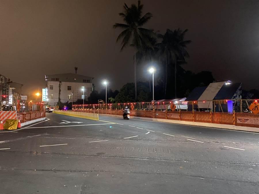 東港自來水主任潘昭誠24日凌晨在屏東縣長治鄉中興路旁路倒死亡,無明顯外傷死因仍待查。(潘建志攝)