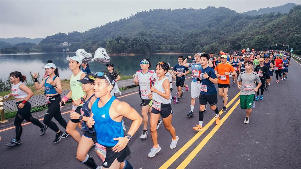 日月潭環湖馬拉松,在台灣最美的場地辦賽事。(日管處提供/廖志晃南投傳真)