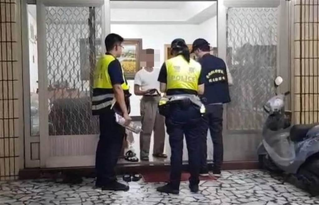 台南市警方前往安和路李家採證。(讀者提供/洪榮志台南傳真)