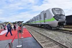 鐵道迷搶拍微笑列車 花蓮民眾嘆:「看得到搭不到」