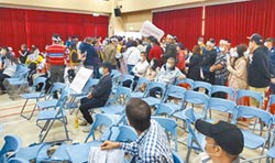 寶山二期說明會 徵收戶摔椅抗議