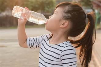寶特瓶當水壺會溶塑化劑?真相讓人超意外