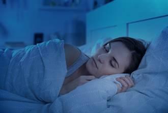 房間有莫名「小孩哭聲」!女大生找男室友陪睡 竟遭摸下體