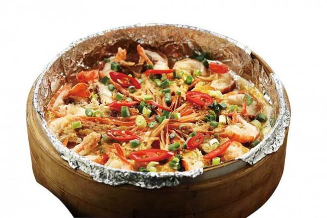 「蒜蓉蒸蝦」的蒜味,多一分太過、少一分太淡,完美襯托出蝦的鮮味。(圖/于魯光攝)