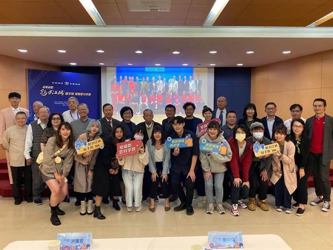 2020魅力江城愛攝影雲分享會,漢台兩地同一場活動,兩個場景,雲端解相思,台北會場直擊。(王雅芬攝影)