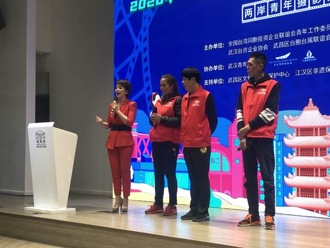 2020魅力江城愛攝影雲分享會,武漢會場學員郭秀格、黃宇甄、吳明峰進行分享。(武漢電視台提供)