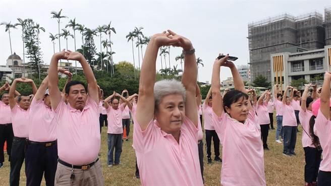 台中市東區體育會舉行「運動i台灣–東區社區運動嘉年華」包括,氣功、瑜珈等活動。(讀者提供/張妍溱台中傳真)
