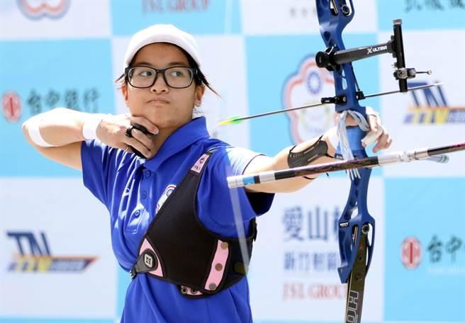 協會青年隊女將蘇思敏在至尊盟主賽貢獻2點勝利。(中華射箭協會提供)