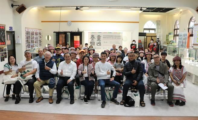 新北市原民局今下午在台灣基督長老教會泰雅爾中會—烏來教會,舉辦「烏來區泰雅族傳統文物巡迴展覽」開幕活動及說古道今座談會。(新北市原民局提供/許哲瑗新北傳真)