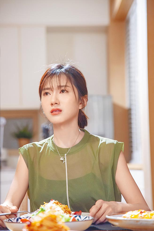 蔡黃汝日前拍攝新歌MV,大秀3秒落淚演技。(寬宏音樂、繁星浩月娛樂提供)