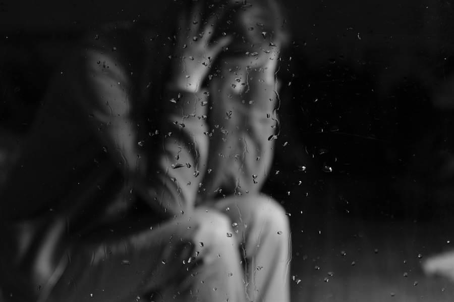 桃園一位女性多次被主管性侵,最後她決定不再隱忍,驗傷後赴警局提告。(示意圖/Shutterstock)