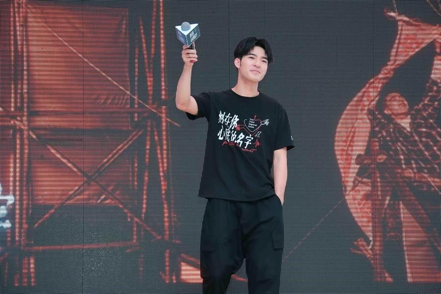 陈昊森演唱〈告白气球〉、〈模特〉等歌曲。(罗永铭摄)