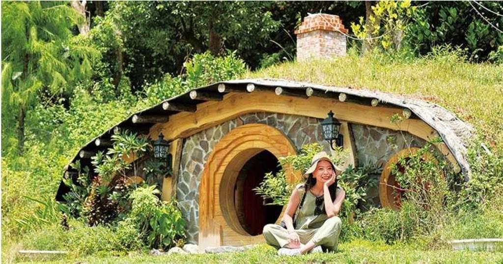依照電影《魔戒》場景1:1比例建造的「哈比村」,從建築到生態都十分擬真,讓人宛如走進哈比人的家鄉「夏爾」。(圖/于魯光攝)