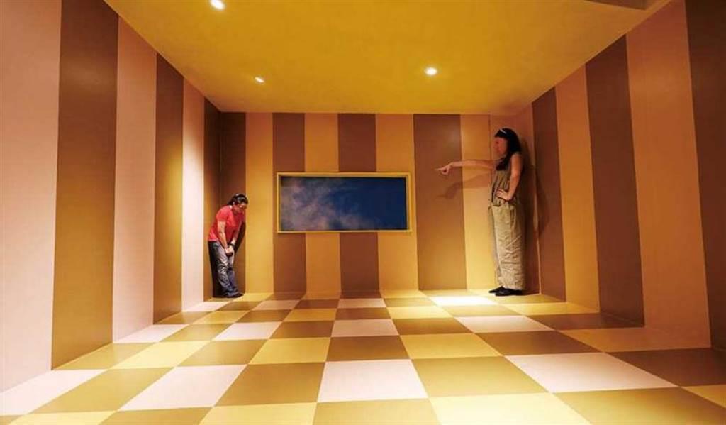 利用視差造成物體大小錯覺的「大小屋」,趣味十足!(圖/于魯光攝)