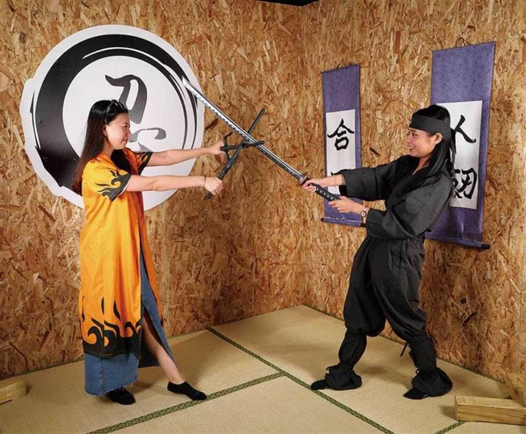 不同於日本多是古物參觀或穿著忍者服等靜態活動,在「宜蘭忍者村」裡可以親身體驗各式動態實戰的忍術。(圖/于魯光攝)
