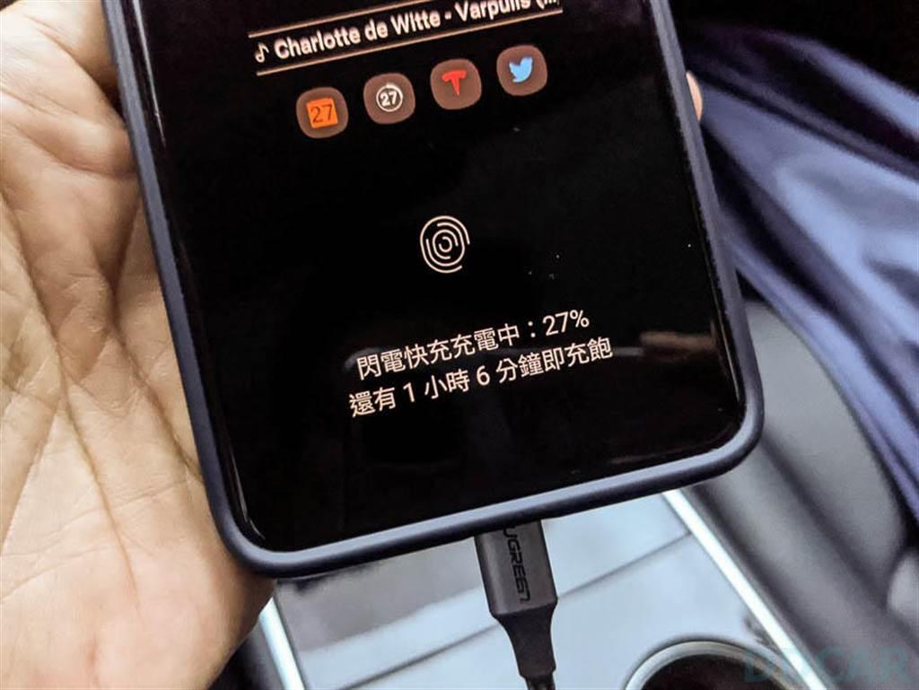 接上我的三星 S20 Ultra,順利啟動 AFC 閃電快充,27% 充滿到 100% 只需要一小時 6 分鐘,別忘記 S20 Ultra 可是搭載 5000mAh 超大電池喔;若是充 iPhone,最高 18W 充電也遠比本來的慢充快很多很多,充電時間立刻大幅縮減。