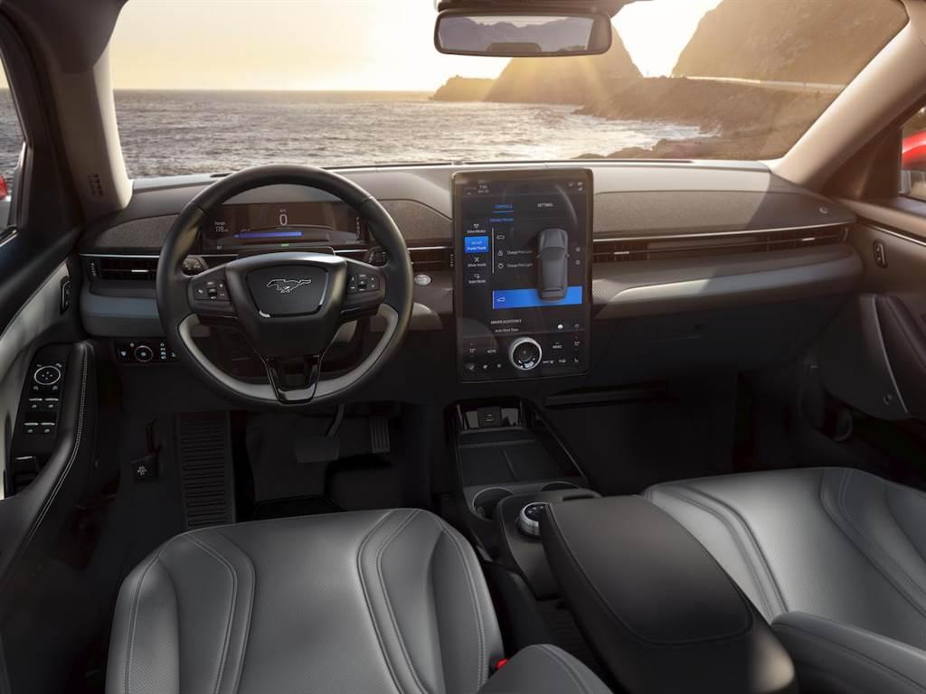 網友捕獲!純電野馬 SUV Ford Mustang Mach-E Premium 現身台灣!