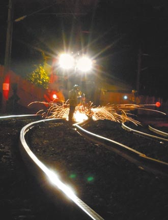 斷軌通報者遭懲處 台鐵重調查