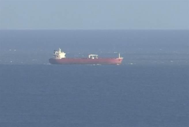 利比亞籍油輪「中殿仙女座號」疑似在英格蘭南部懷特島外海遭到挾持。(圖/美聯社)