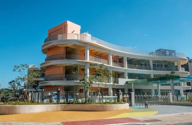 新竹縣首座公設民營竹嘉豐托嬰中心,設在嘉豐非營利幼兒園1到3樓空間,11月3日開始登記報名。(羅浚濱攝)