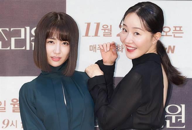 朴河宣(左)、嚴志媛(右),在《產後調理院》扮演完美媽媽與高齡產婦。(圖/愛奇藝海外站提供)