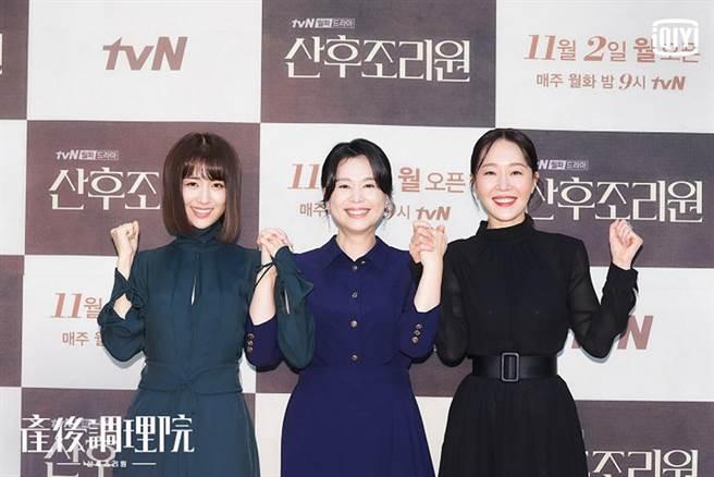 朴河宣、張慧珍、嚴志媛(由左至右),攜手主演韓劇新穎題材《產後調理院》。(圖/愛奇藝海外站提供)