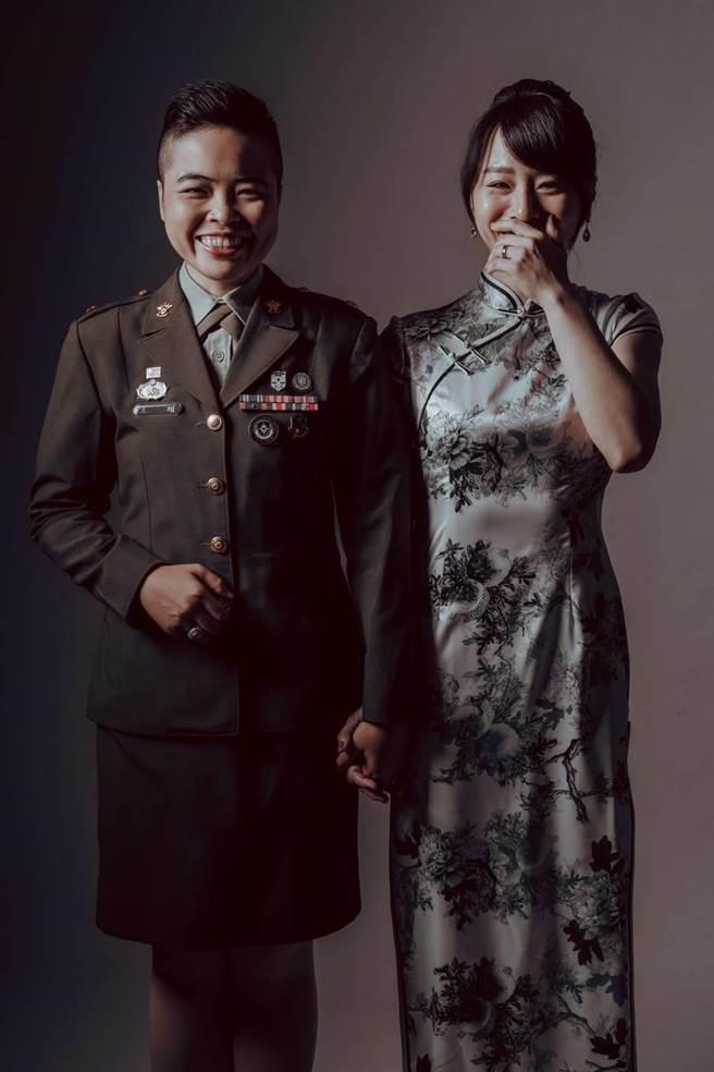 三軍聯合婚禮將於30日舉行,陸軍有兩對同婚,其中1對為王翊與孟酉玫。(陸軍臉書提供)