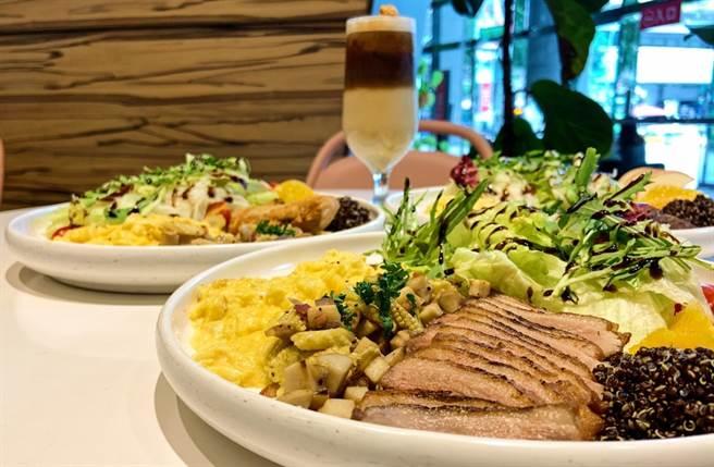 紅藜嫩煎鴨胸餐」則是有著酥脆的外皮與軟嫩的鴨胸肉,鮮嫩多汁的口感令人欲罷不能。(圖/楊婕安攝)