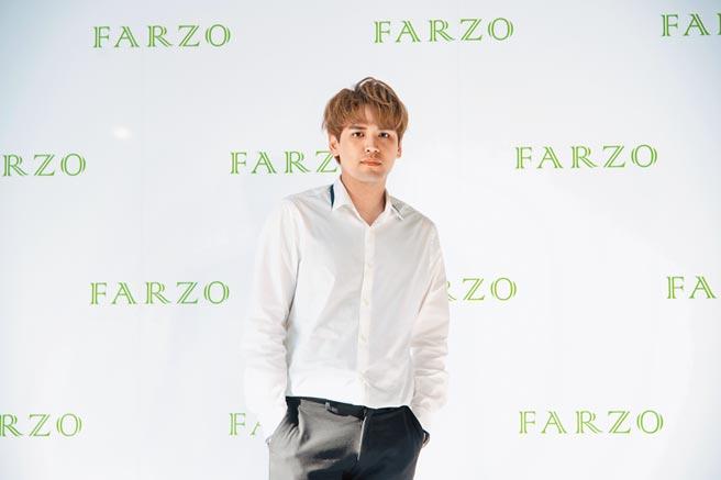 陳零九昨化身美髮大使,以行動表達品牌理念與特色。(FARZO花柔自然萃提供)