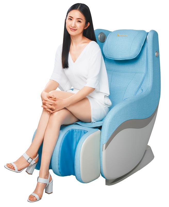 大葉高島屋的FUJI愛沙發按摩椅,原價4萬6800元,特價3萬4500元。(大葉高島屋提供)