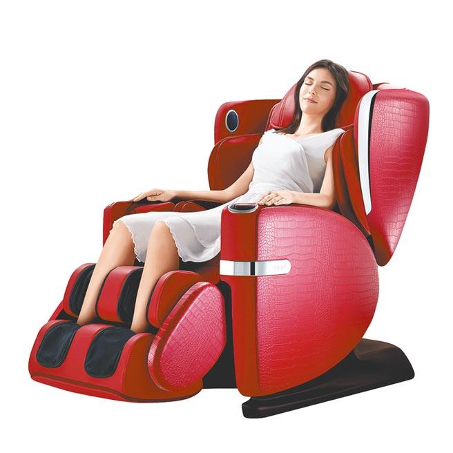 大葉高島屋的OSIM 4手天王按摩椅,原價18萬8800元,特價14萬6800元。(大葉高島屋提供)